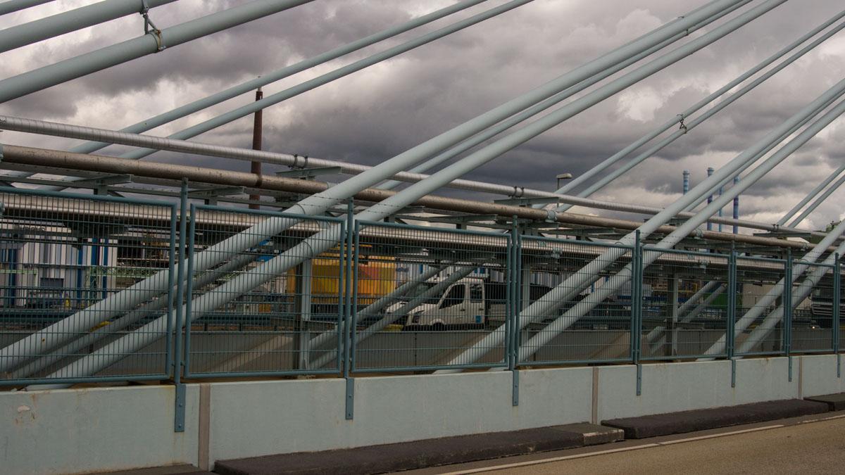 Höchst Chemiewerk auf der Brücke