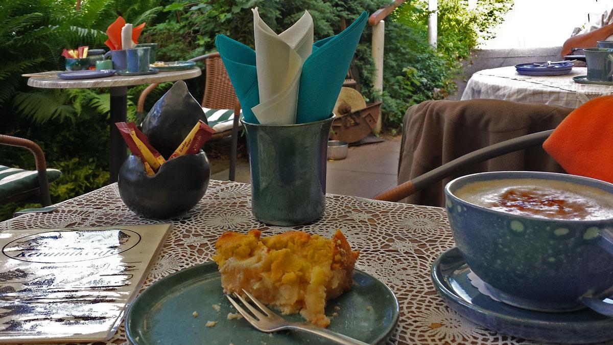 Apelstreuselkuchen Keramikcafé