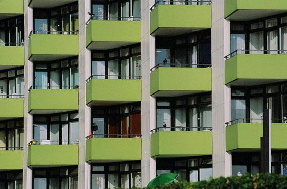 Hochhaus grüne Balkons