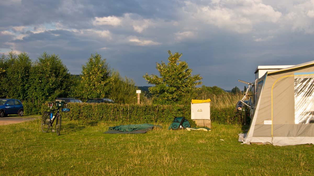 Gleich werde ich zum Kaffee eingeladen Campingplatz bei Eschwege